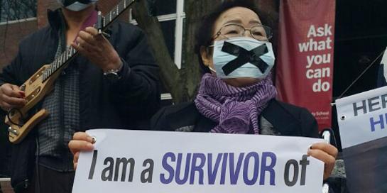 한국 할머니 한마디에…일본 총리 '뒷문 살금살금'