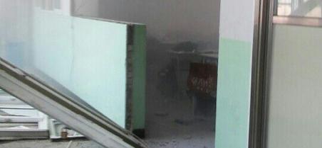 중학교서 '폭발' 벽 무너져…학생 '앙심 범행'