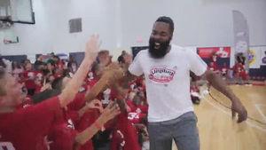 '공은 어디에?' NBA 농구천재의 놀리기 수법