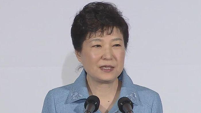 기사 대표 이미지:박 대통령, 선친 고향서 경제행보…TK텃밭 지지회복 시동거나
