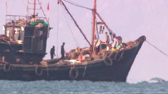 """기사 대표 이미지:몸사리는 中어선 """"한국 해경에 저항하지 마라"""" 특별교육"""