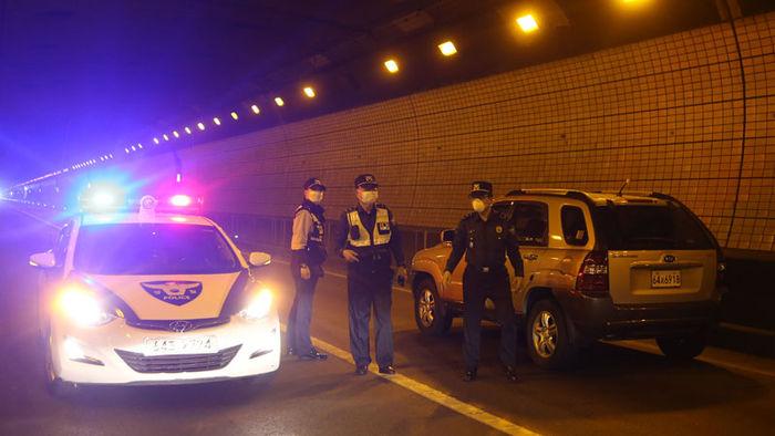 기사 대표 이미지:소형 트럭 1대 화재에 터널 3시간 마비…무엇이 문제?