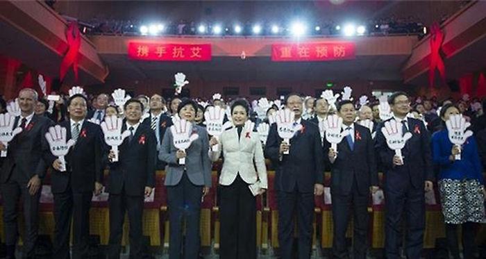 기사 대표 이미지:中 퍼스트레이디 펑리위안 공개 활동 눈길…에이즈 퇴치 앞장