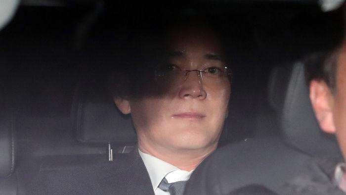 """기사 대표 이미지:특검 """"오늘 이재용 부회장 소환 안 해""""…삼성수사 전열정비"""