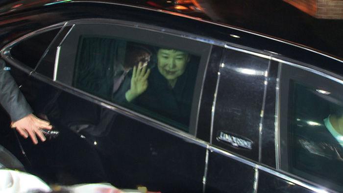 박근혜 전 대통령 사저 도착 (사진=SBS 방송 2017.03.12)