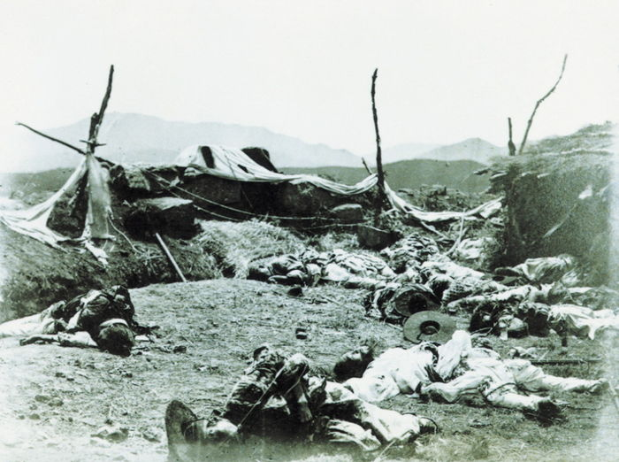 점령당한 후 손돌목 돈대와 조선군 시체들