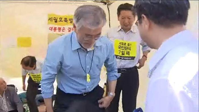 문재인 후보 광화문 단식 마치는 모습(2014년 8월 28일 SBS 촬영 화면)