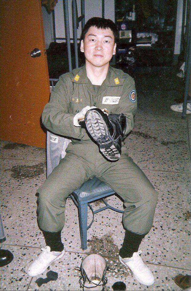 안철수 후보 군 복무 당시 사진(안 후보 측 제공)