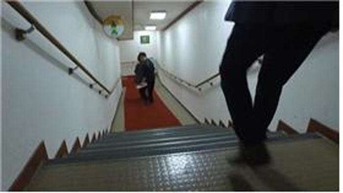지하2층으로 내려가는 계단