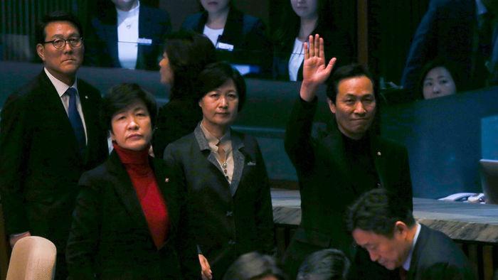 탄핵안 가결 직후 세월호 유가족에게 인사