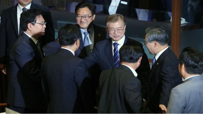 문재인 자유한국당 공세적 악수