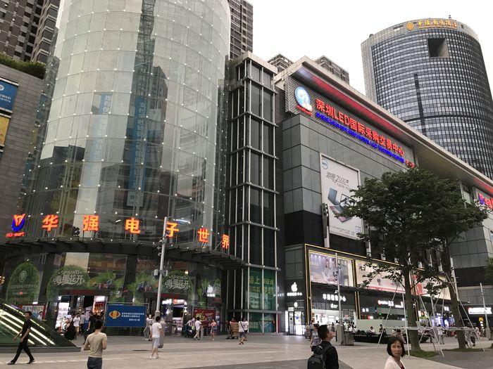 중국 화창베이의 전자제품 상가 모습