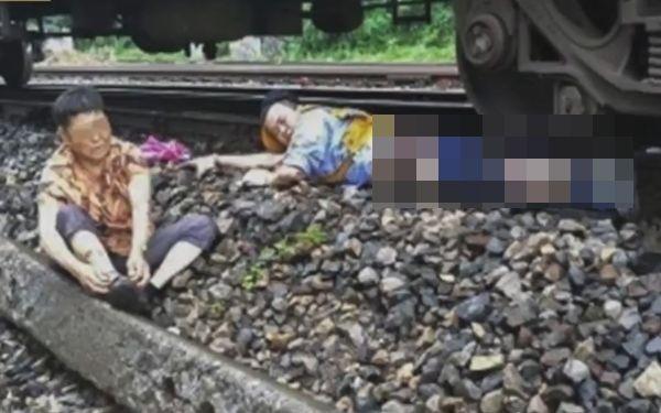 자신의 다리를 희생하며 할머니를 구한 중국 의인