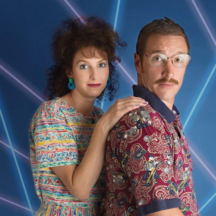 결혼 10주년을 맞아 1980년대 컨셉으로 사진 찍은 부부