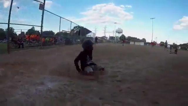 [뉴스pick] 두 다리 없는 '야구 소년'…미 대륙 감동케 한 열정(사진 = FOX 8 화면 캡처)