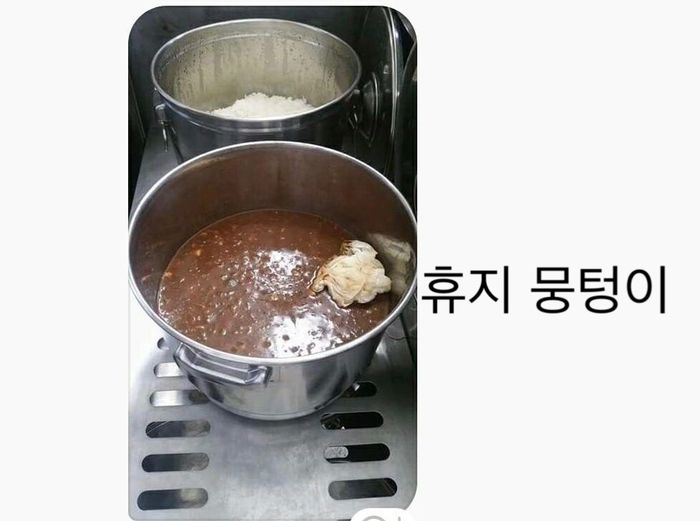 [뉴스pick] 휴지뭉치·비닐에 벌레까지 '우리 학교 급식을 고발합니다