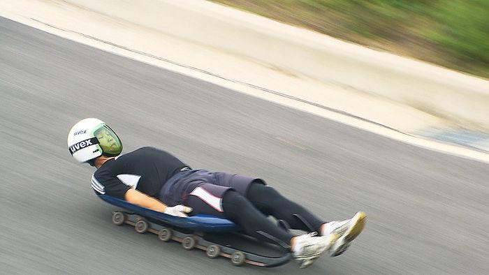 아스팔트 도로 위를 달리던 루지 대표팀
