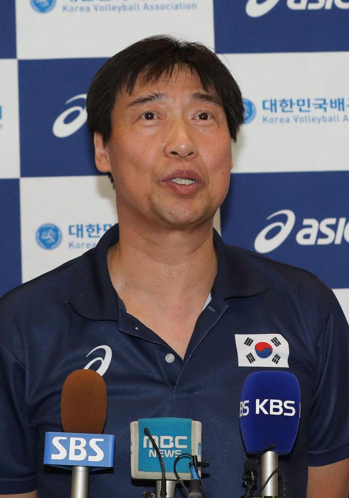 홍성진 여자배구 대표팀 감독