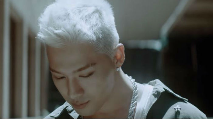 기사 대표 이미지:[SBS Star] VIDEO: TAEYANG Released Intro MV Ahead of His Comeback