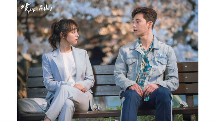 [SBS Star] Park Seo-joon denies rumor, 'I'm not dating Jiwon, but she's a great person.