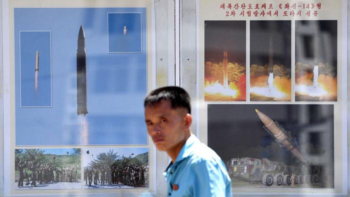 북한에 등장한 미사일 선전물