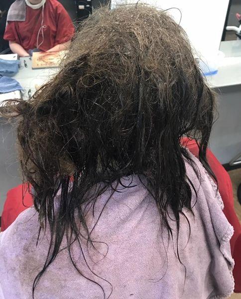 심각하게 손상된 10대 소녀의 머리를 완벽하게 복구시켜준 미용사