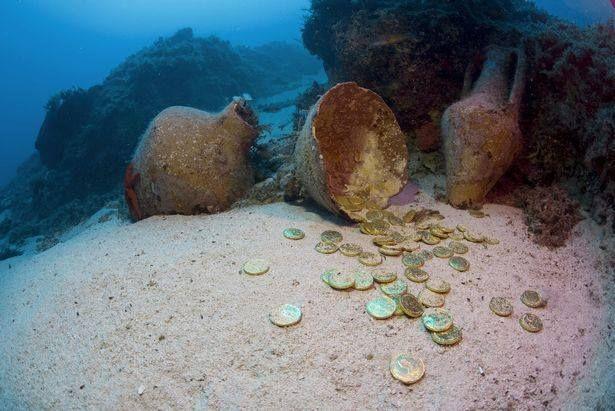 스노클링 하다가 동전 주웠는데 고대 동전이라서 안 알리고 가져갔다고 체포된 남성