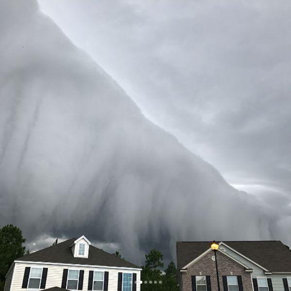 쓰나미 같은 폭풍 구름