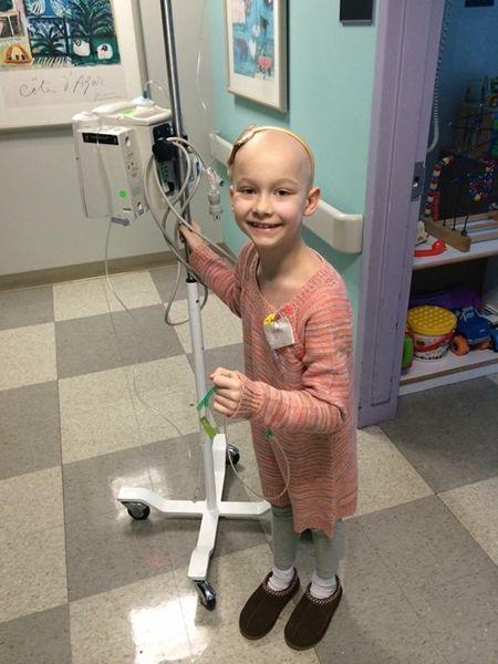 암 치료 이겨낸 아이가 팔찌 팔아서 암 걸린 아이를 돕는다