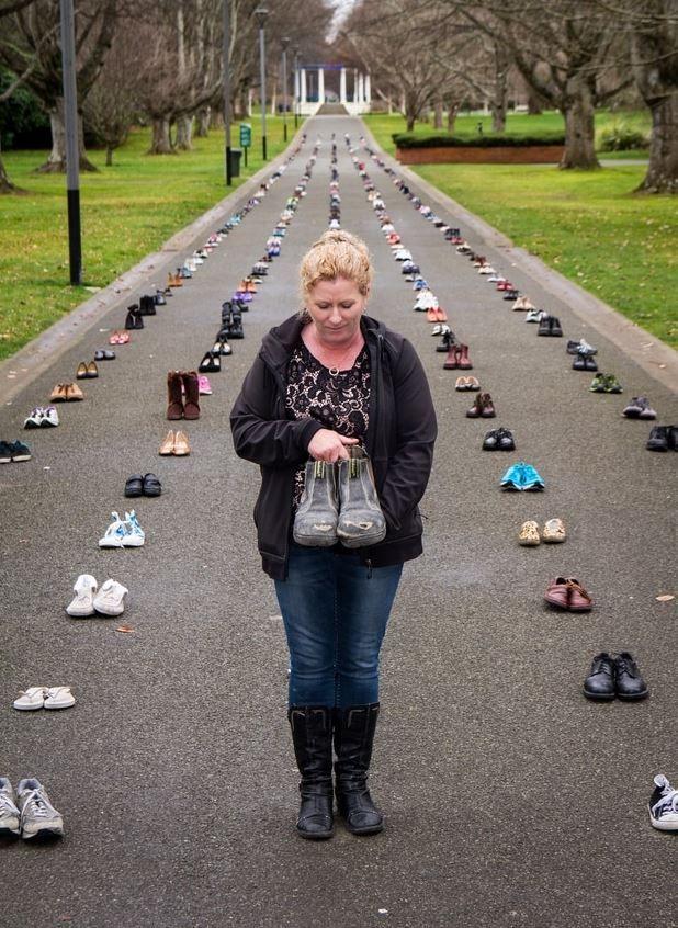 자살한 사람들의 신발 / 뉴질랜드헤럴드