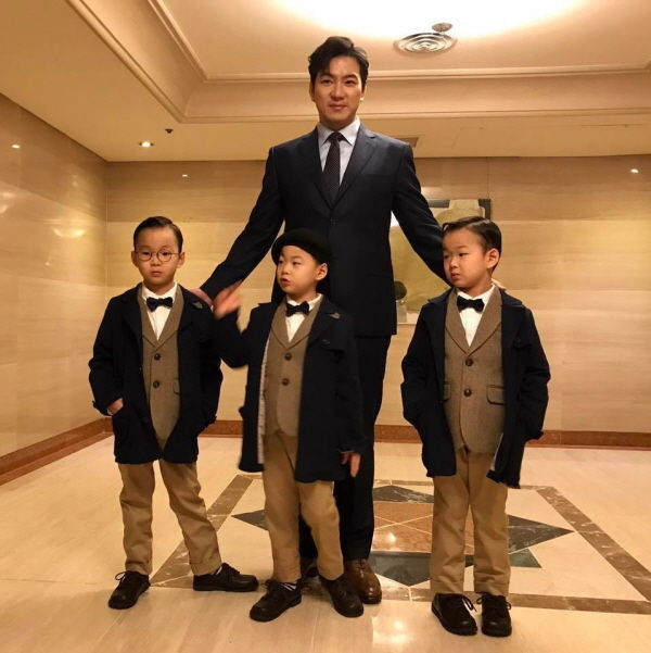 The Song Triplets' Cuteness Overloaded at 2017 BIFF Red Carpet!