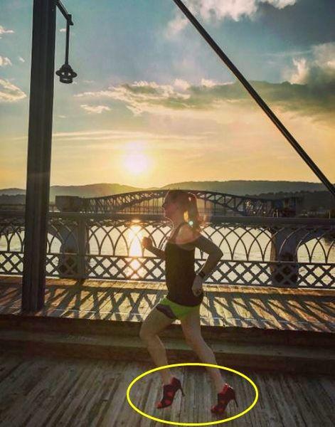 구두 신고 마라톤 완주해 세계 신기록 세운 여성