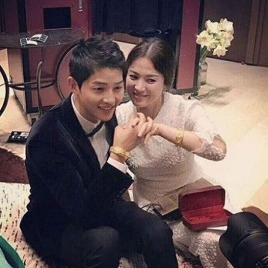 [SBS Star] Song-Song Couple Receives Gold Bracelets, But From Who?