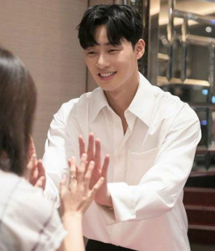 [SBS Star] Will Park Seo Joon Joins 'Youn's Kitchen Season 2'?