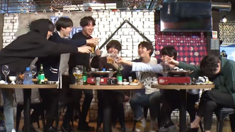 "기사 대표 이미지:[SBS Star] VIDEO: BTS Says ""Cheers for Our Bright Future!"""