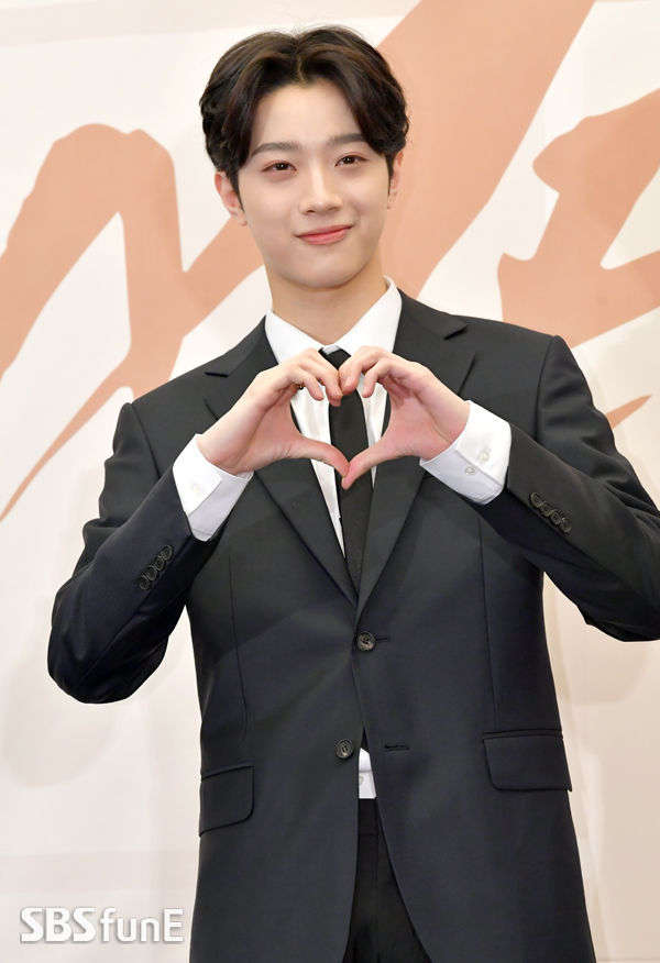 SBS Star] Lai Kuan Lin to Make Debut as an Actor After Wanna One's
