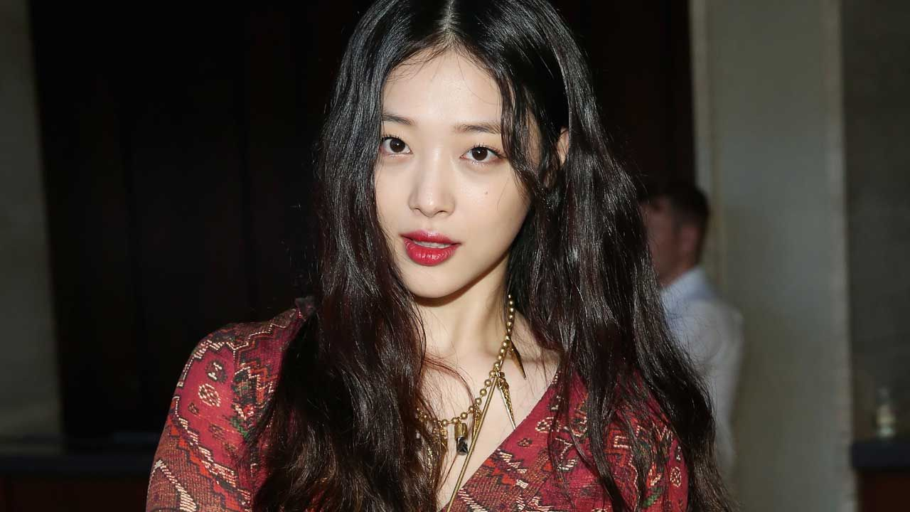 기사 대표 이미지:[SBS Star] Sulli Found Dead at a House; Police Confirms