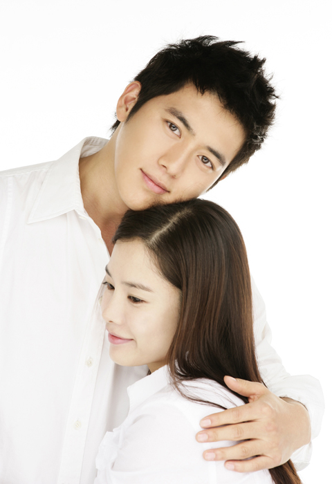 Marrying A Millionaire starts today on Primetime Bida, it's a Koreanovela starred by Go Soo (the same cutie guy on Green Rose) and Kim Hyun Joo.