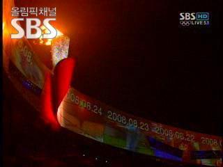 6일간 각본없는 드라마를 만들어낸 2008 베이징 올림픽 성화가 마침내 사그라들었다.하나의 세계 하나의 마음으로 만나 아름다운 열전을 벌인 선수들은 이제 2012년 런던에서 다시 만날것을 기약하며 아쉬운 이별을 나누었다