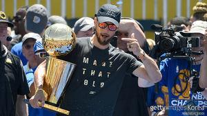 NBA 커리, 2,300억 원에 5년 재계약…역대 최고액