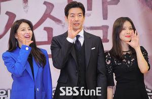 [E포토]박세영-이상윤-이보영이 전하는 귓속말