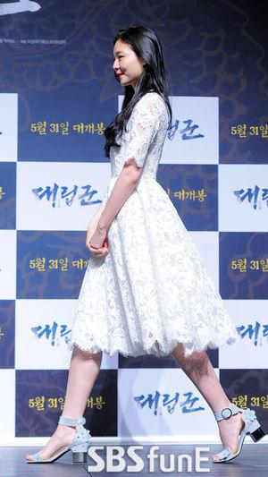 [E포토]솜블리, 화이트 드레스에 가벼운 발걸음