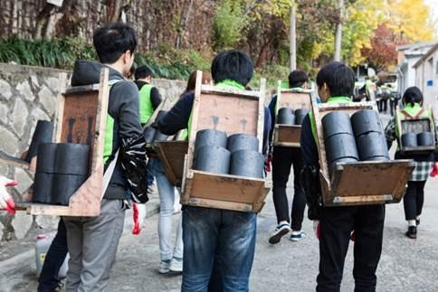 SBS콘텐츠허브 임직원, '사랑의 연탄 나눔' 참여