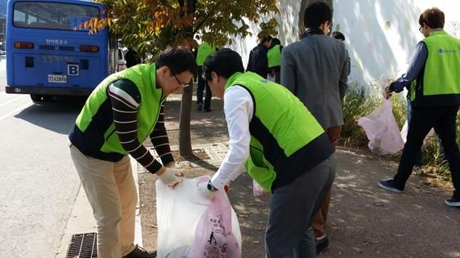 SBS콘텐츠허브 임직원, '사옥 주변 환경미화 캠페인' 활동