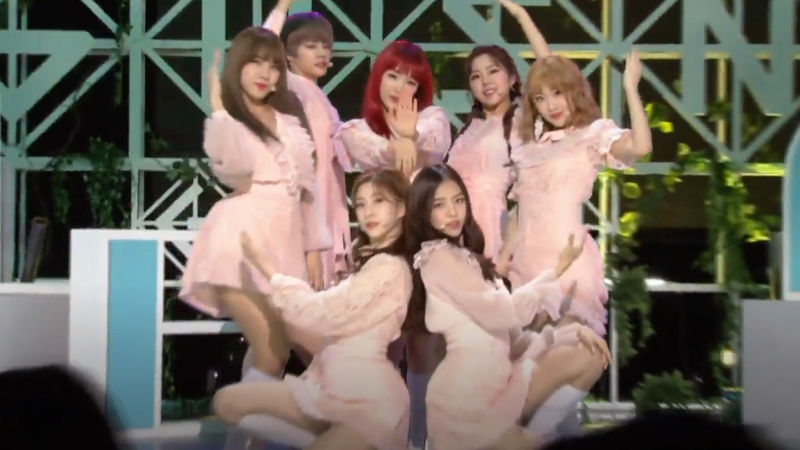 기사 대표 이미지:[SBS Star] VIDEO: GWSNs Enchanting Debut Stage Hypnotizes the Audience!