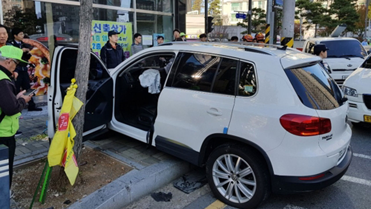 gwangju west car rush to india  4 injured students
