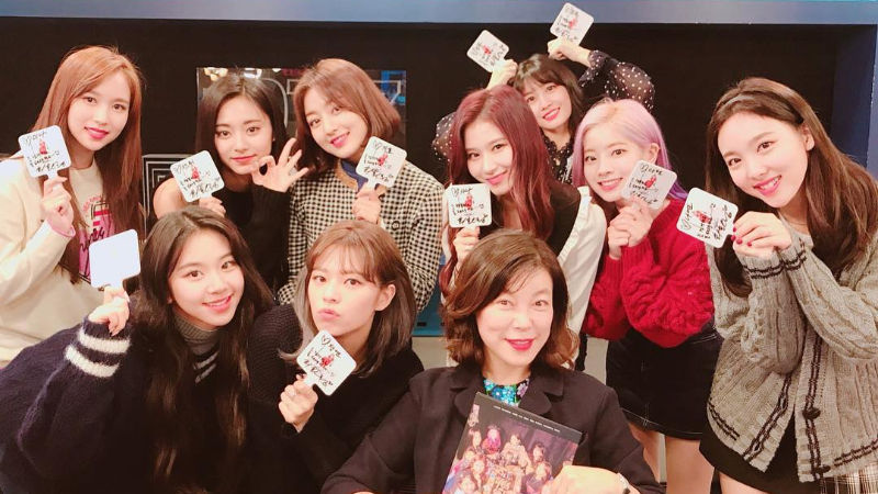 기사 대표 이미지:[SBS Star] TWICE Picks Two Members Who Just Cannot Upload Good Selfies
