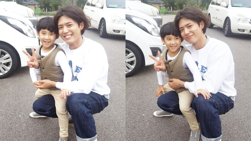 기사 대표 이미지:[SBS Star] Park Bo Gum Steals the Heart of a Child Actor with the Cutest Method of All Time!