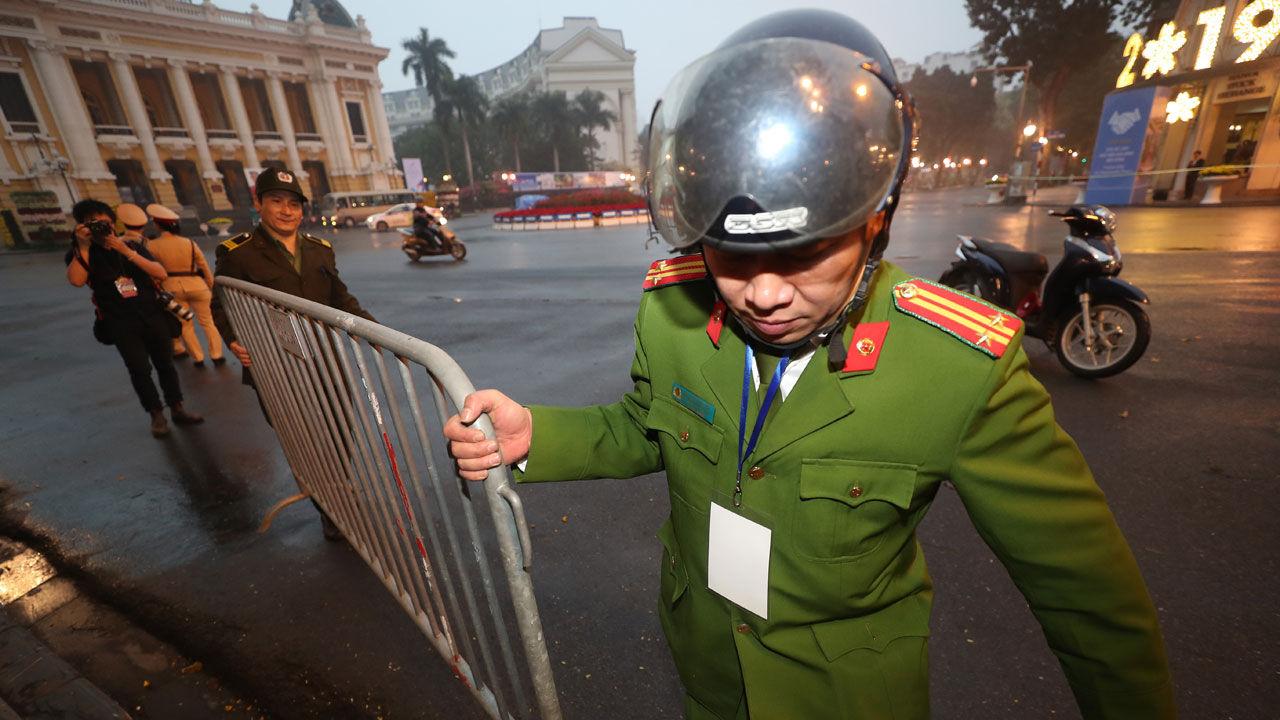 Hanoi 'tense' ahead of historical talks     The commando