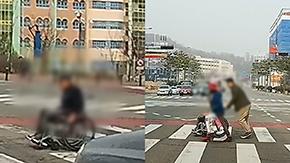 위태롭게 도로 건너는 휠체어 할아버지…한달음에 달려온 시민들 '감동'